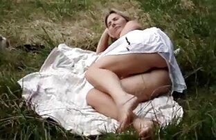 Sexy Brünette bekommt Ihre natürlichen Titten reife weiber kostenlos vollgerotzt