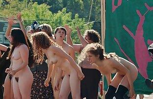 Mädchen auf pornovideos mit reifen frauen Mädchen lecken pussy