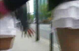 Junge britische twink streichelt seinen massiven nackte reife frauen gratis Schwanz und cums